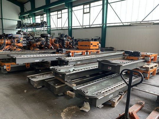 KUKA KRC2 Linear-Achse 7.Achse 8,5m with 2 Robot-Slots F.EE UR-ACHSE S 5002